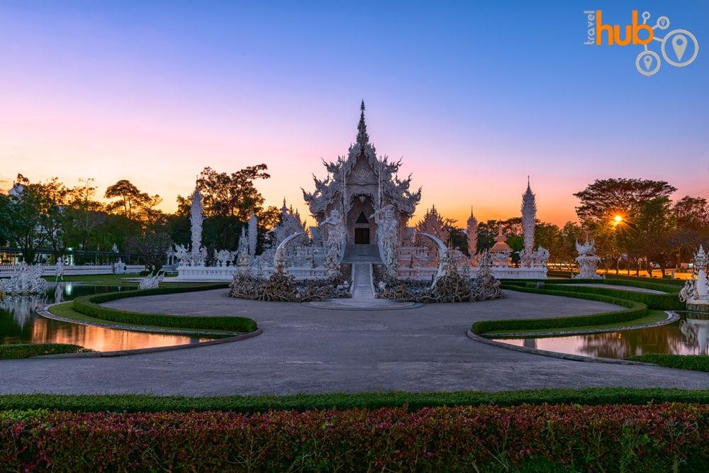 The resplendent Wat Rong Khun