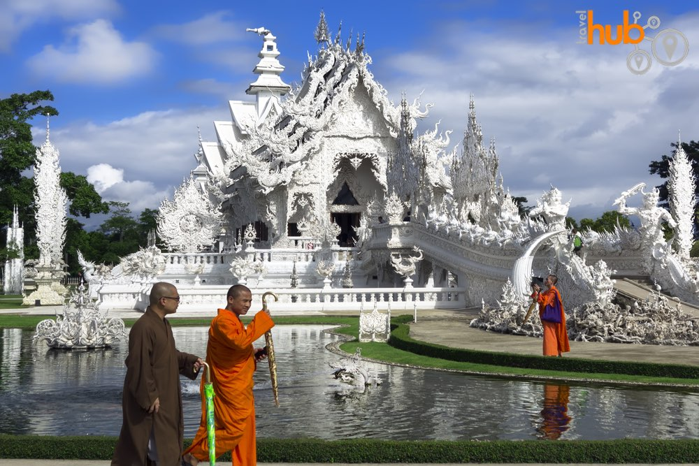 This 4 day Package tour also includes Wat Rong Khun