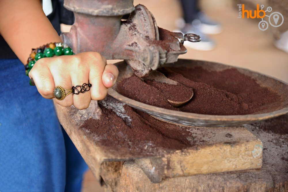 On the trek around the Mae Klang Luang trail you can see local coffee being made